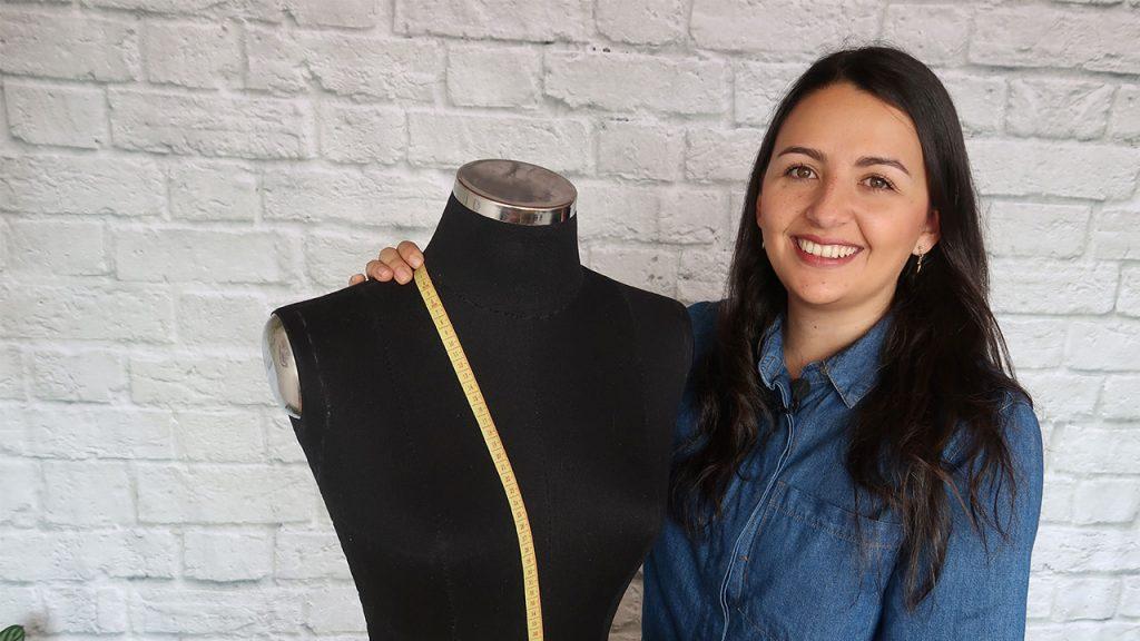 Cómo tomar las medidas para hacer una blusa